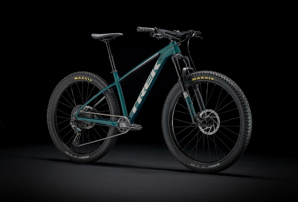 Mountain bikes are the exact opposite of road bikes. Fat tires, baggy shorts, and the desire to get out of the city are what this kind of bicycle is all about.